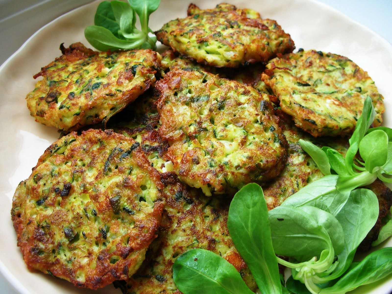 Courgette-Zucchini-and-Feta-Fritters-flavoured-with-Dill-Muc-001