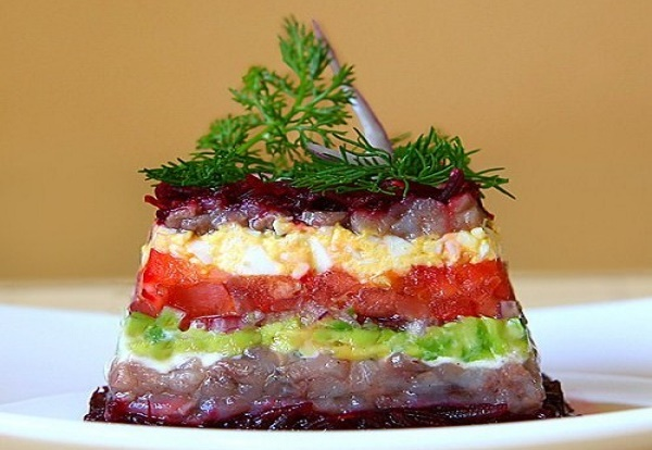 Салат с вареной свеклой и сыром