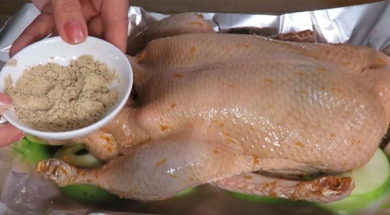 Праздничная утка, которая получается мягче пуха, съедается целиком. Секрет в особом маринаде